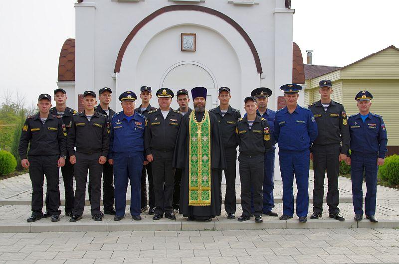 Помощник благочинного Таганрогского округа принял участие в уроке мужества и отслужил молебен в часовне святого Георгия Победоносца Неклиновской лётной школы