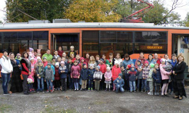 Ученики воскресной школы Сергиевского храма совершили трамвайную экскурсию по Таганрогу