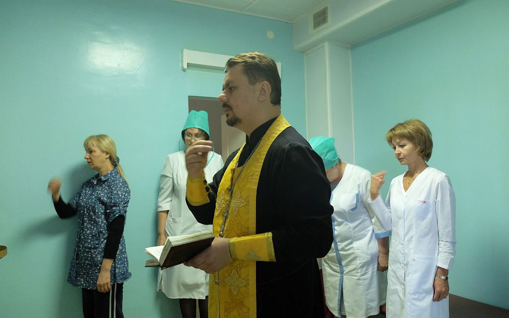 Настоятель Серафимовского прихода посетил с пастырской миссией таганрогский филиал областного противотуберкулёзного диспансера