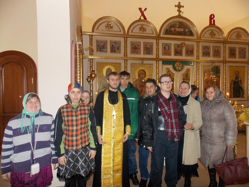 Подопечные сестричества милосердия во имя блаженной Ксении Петербургской посетили Свято-Троицкий храм города