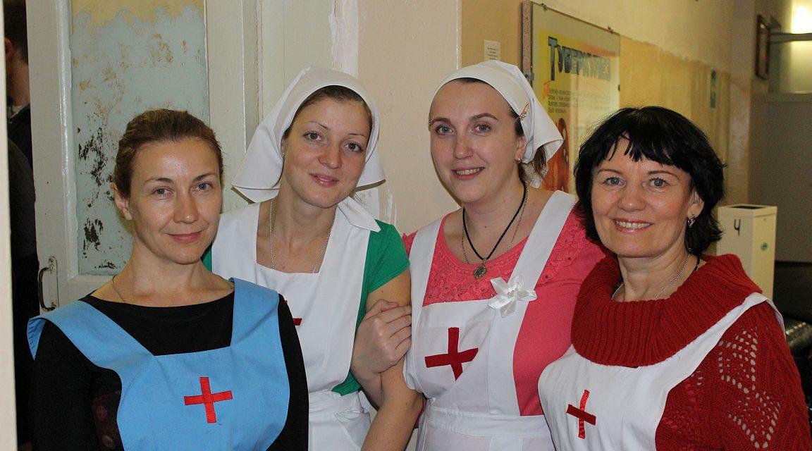 Сестры милосердия Елисаветинского сестричества Таганрогского благочиния поздравили своих подопечных в хосписе с Днем народного единства