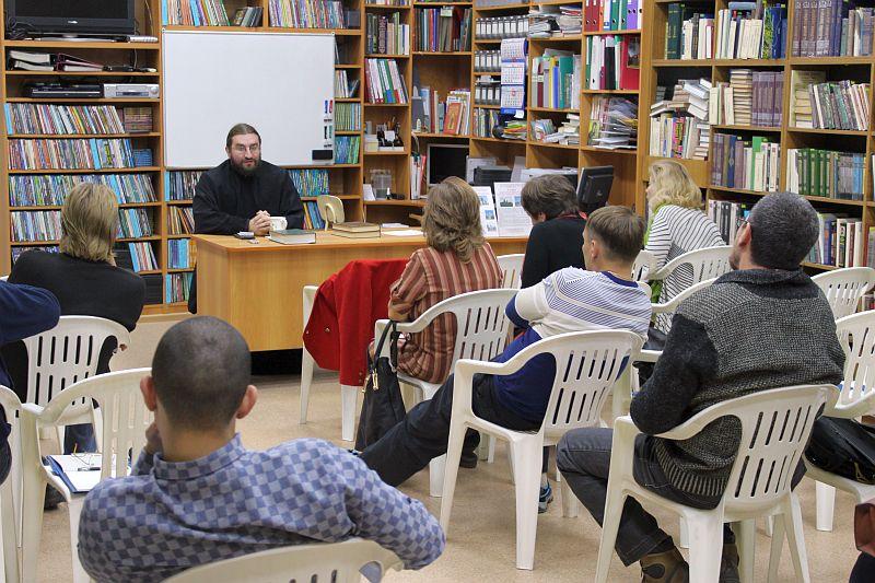 В Таганрогском благочинии начала работу Школа православного вероучения