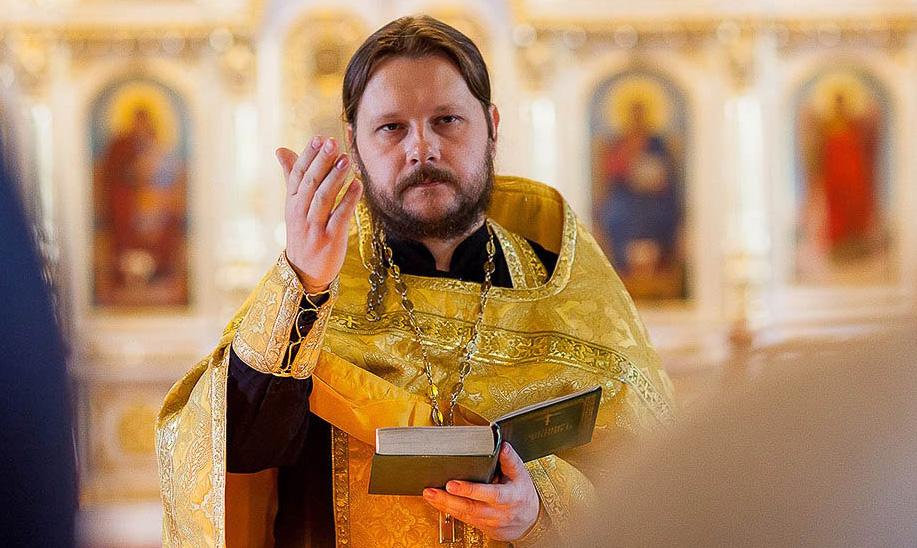 Настоятель Никольского храма с. Николаевка протоиерей Роман Романов