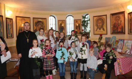 Ученики воскресной школы прихода Иерусалимской иконы Божией Матери приняли участие в праздновании Дня матери