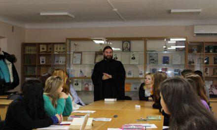 Клирик Таганрогского благочиния принял участие в круглом столе «Человек и мир по Достоевскому» в институте имени А.П. Чехова