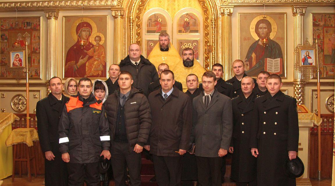 В таганрогском Свято-Никольском храме состоялись духовный семинар и торжественный молебен для моряков-пограничников и сотрудников морской инспекции