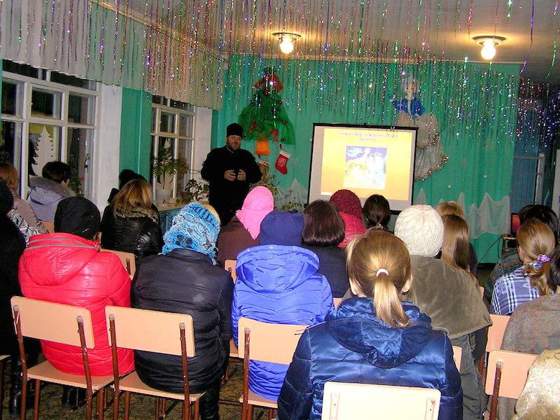 Настоятель Магдалининского храма провел беседу на родительском собрании в школе с. Марьевка