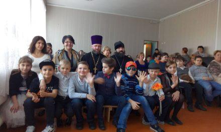 Священнослужители Таганрогского благочиния поздравили сотрудников и учащихся с днём основания коррекционной школы