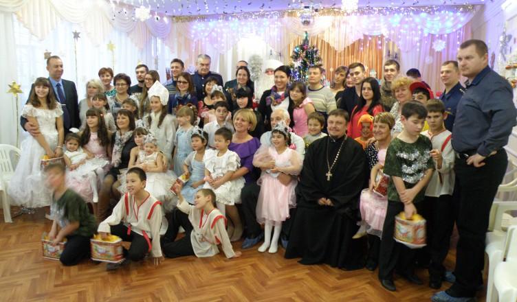 Настоятель Сергиевского храма поздравил воспитанников Соцприюта с Новым годом и Рождеством Христовым