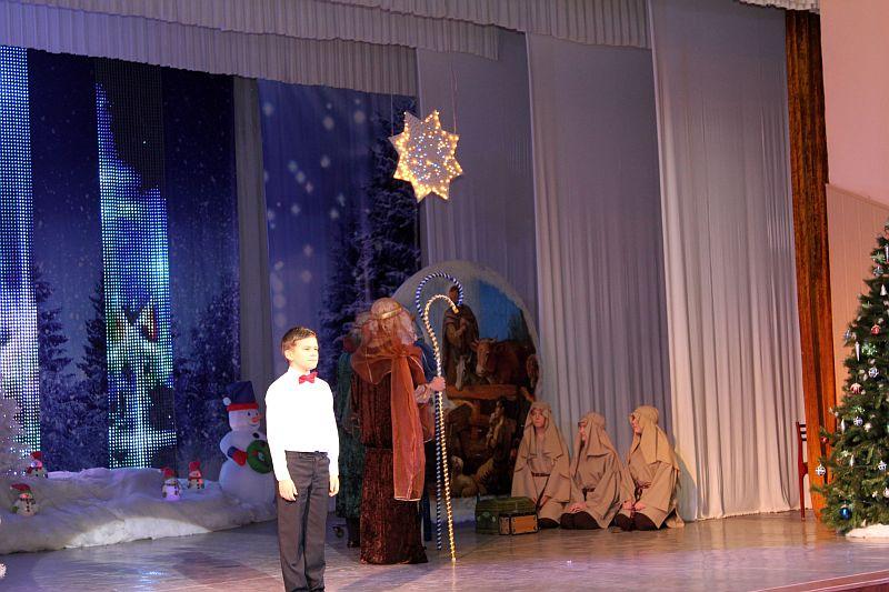 В Таганроге Рождественскую благотворительную ёлку посетили три тысячи детей