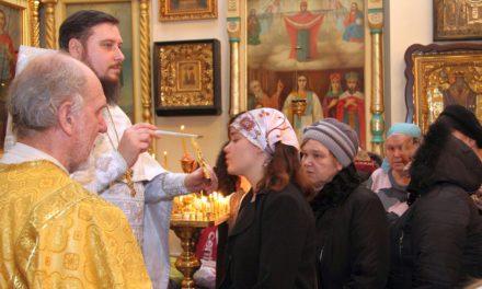 Хоровой кружок молодёжного клуба «Лоза» при Свято-Георгиевском храме г. Таганрога выступил перед прихожанами
