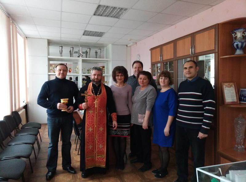 Клириком Таганрогского благочиния по просьбе директора и педколлектива освящено здание школы № 30