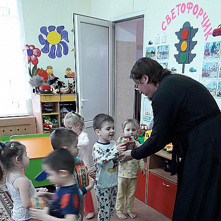 В день праздника Богоявления настоятель Никольского храма посетил Лакедемоновский детский сад «Ивушка»