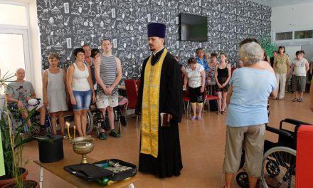 Клирик благочиния совершил для окормляемых организаций инвалидов молебен в комплексе «Мир»