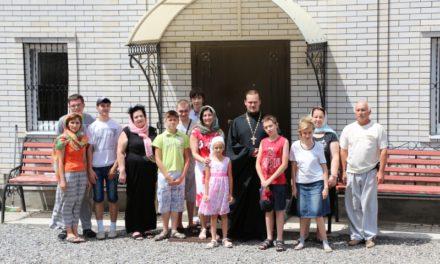 В День семьи, любви и верности состоялась встреча клирика прихода Иерусалимской иконы Божией Матери с воспитанниками Центра дистанционного образования детей-инвалидов