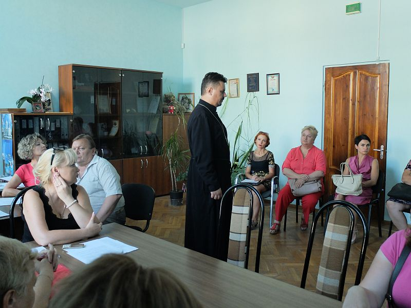 Настоятель Серафимовского храма г. Таганрога участвовал в рабочем совещании Управления соцзащиты по вопросам социализации