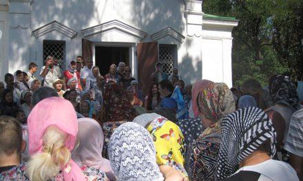 Во Всехсвятском храме г. Таганрога состоялся молебен и проведена благотворительная акция к началу учебного года