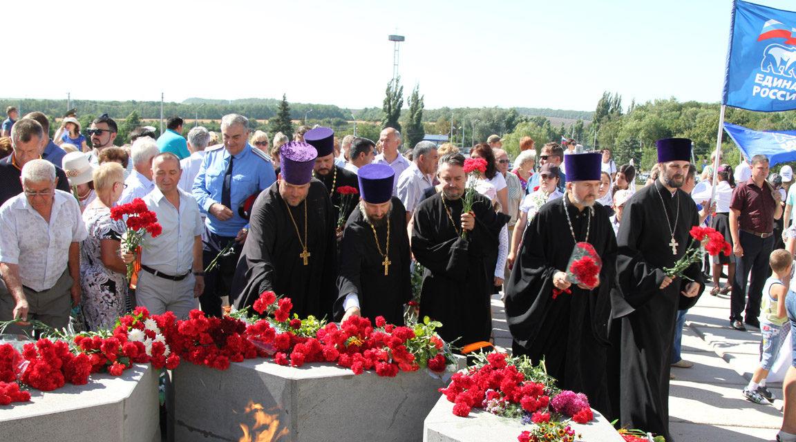 Священнослужители Таганрогского благочиния приняли участие в праздновании годовщины освобождения Таганрога от немецко-фашистских захватчиков