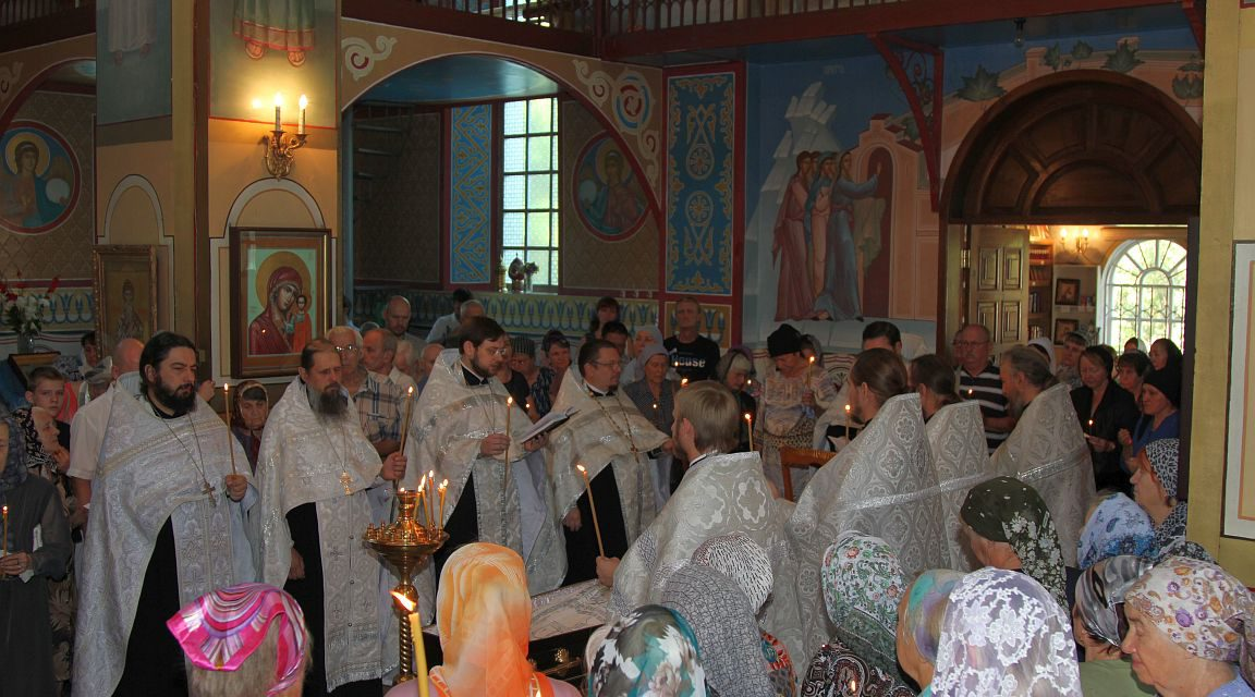 В Таганроге состоялось отпевание новопреставленного иерея Владимира Вишневского