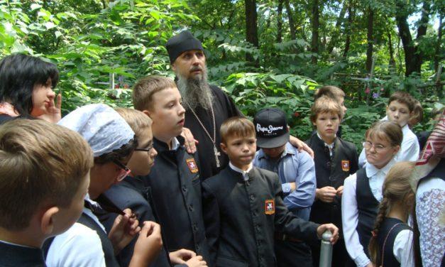 Учащиеся Свято-Георгиевской православной средней школы совершили паломническую поездку в Таганрог
