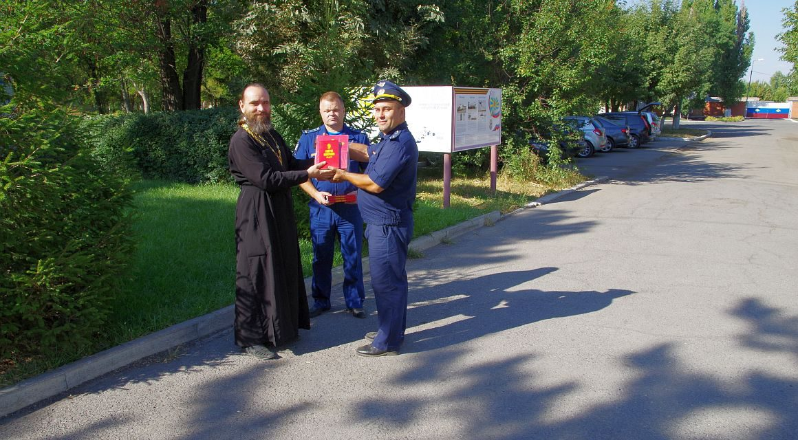 Помощником благочинного Таганрогского округа для библиотеки гарнизона передана духовная литература