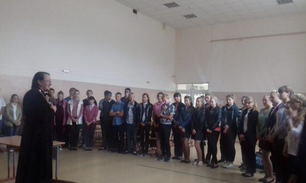 В средней школе села Федоровка прошла встреча настоятеля прихода свт. Николая Чудотворца со старшеклассниками