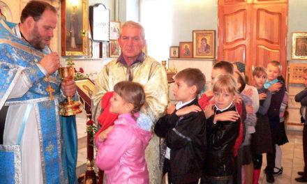 В праздник Рождества Пресвятой Богородицы в Магдалининском храме села Андреево-Мелентьево причащались школьники и воспитанники детского сада
