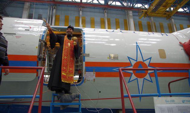 Помощник благочинного освятил сборочную линию самолётов для МЧС на ТАНТК им. Г.М. Бериева