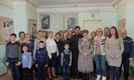 Праздник Масленицы для городского общества инвалидов провёл настоятель Серафимовского прихода города Таганрога
