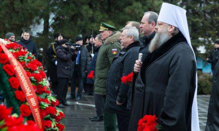 Митрополит Меркурий принял участие в церемонии возложения цветов к мемориальному комплексу «Павшим воинам»