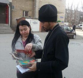 В Таганроге прошла благотворительная акция, приуроченная ко Дню православной книги