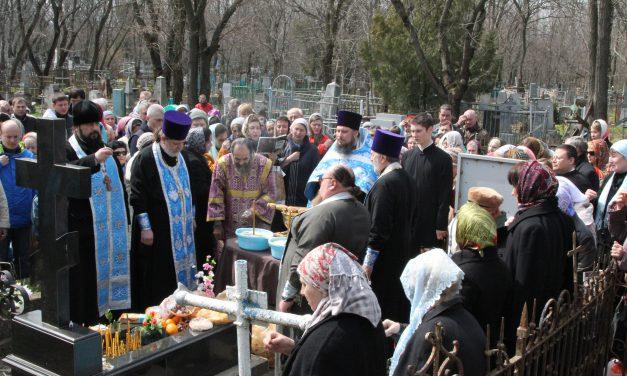 7 апреля духовенством благочиния отслужена панихида на могиле блаженной Елены Таганрогской