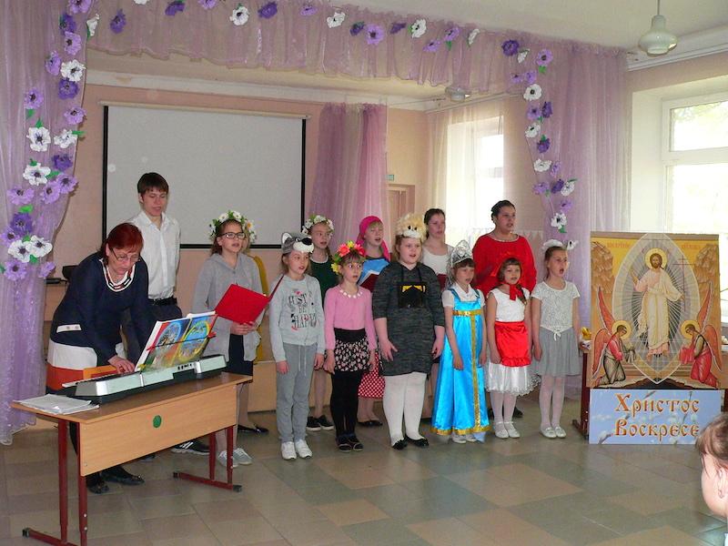 Воспитанники воскресной школы Магдалининского прихода с. Андреево-Мелентьево провели пасхальный концерт в Сухо-Сарматской школе