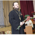 Настоятель Никольского храма села Николаевка посетил концерт ко Дню Победы в доме-интернате для престарелых и инвалидов