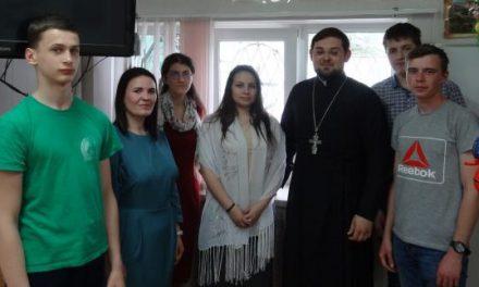 В молодежном клубе «Маяк» Сергиевского храма Таганрога очередную встречу посвятили обсуждению темы отражения Воскресения Христова в искусстве