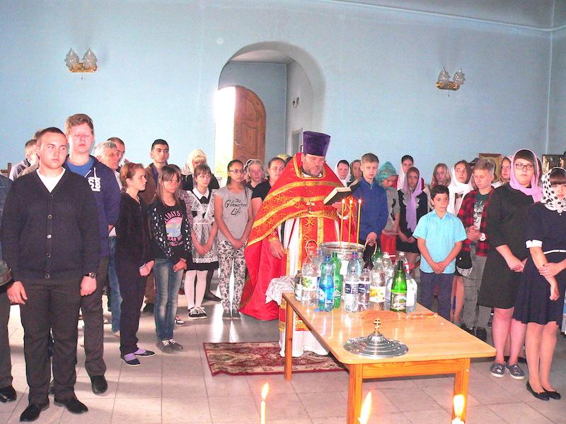 В день памяти святителя и чудотворца Николая в Магдалининском храме села Андреево-Мелентьево причащались учащиеся двух школ
