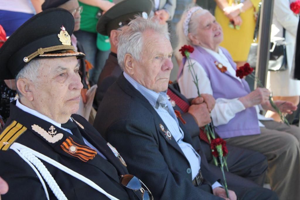 Ветераны боевых действий на Самбэкских высотах во время торжественного мероприятия по захоронению павших воинов на Миус-фронте