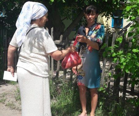 Никольский приход села Лакедемоновка провел для неимущих и многодетных семей благотворительную акцию