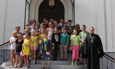 Ученики средней школы № 20 посетили храм Иерусалимской иконы Божией Матери Таганрога
