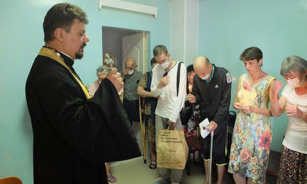 Настоятель Серафимовского прихода г. Таганрога совершил молебен в противотуберкулёзном диспансере