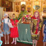 Учащиеся воскресной группы Покровского храма села Натальевка поздравили прихожан с праздником Святой Живоначальной Троицы