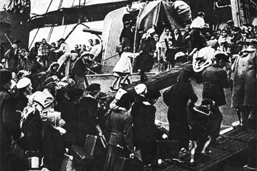 Эвакуация людей из Севастополя, 1942 год