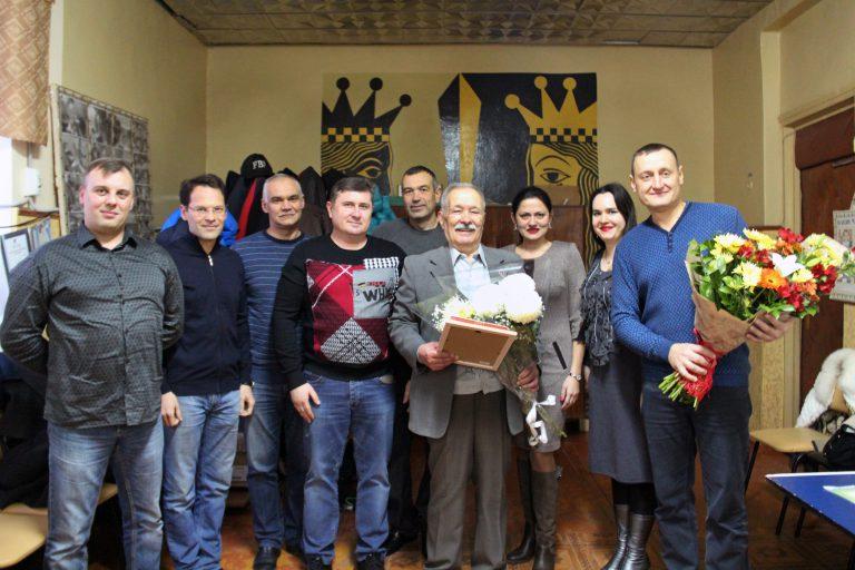 Николай Кривун со своими учениками на турнире, посвящённом 80-летию мастера