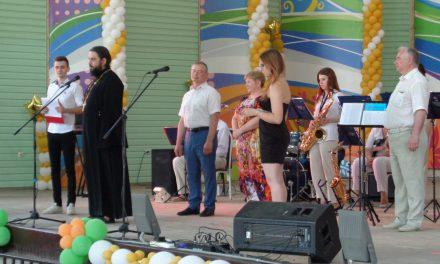 Клирик таганрогского благочиния иеромонах Иоасаф (Кислица) поздравил выпускников Политехнического института с окончанием учебы