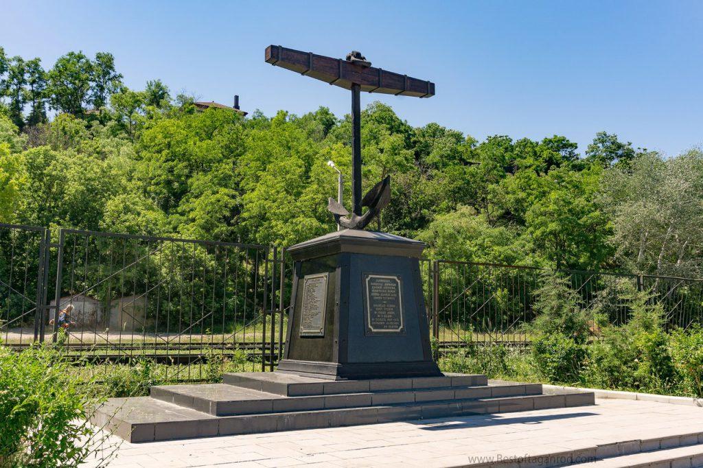 Якорь памятник