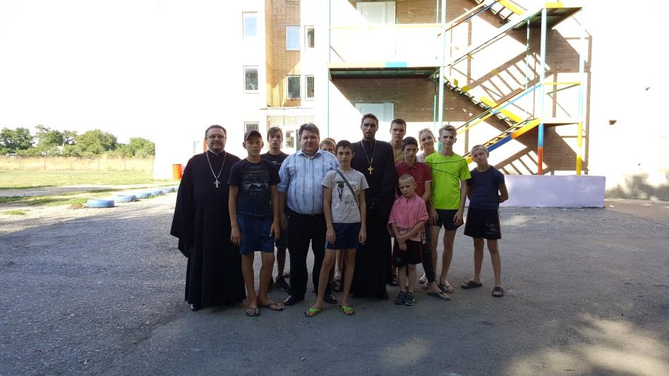 Священнослужители Таганрогского благочиния приняли участие в работе летнего детского лагеря для трудновоспитуемых подростков