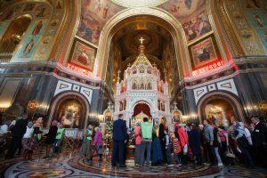 Очередь к мощам святителя Николая в Храме Христа Спасителя
