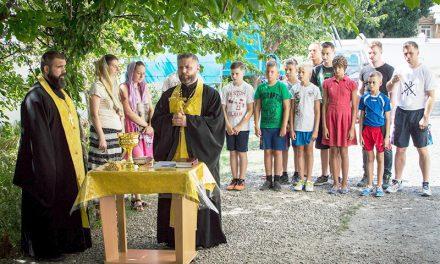 Воспитанники таганрогского детского спортивного клуба помолились перед выездными учебно-тренировочными сборами
