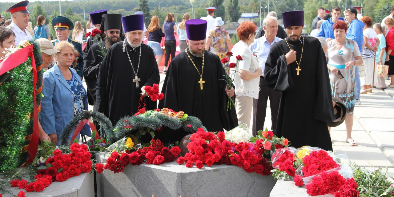 Клирики Таганрогского благочиния приняли участие в памятных мероприятиях в честь освобождения города от немецко-фашистских захватчиков