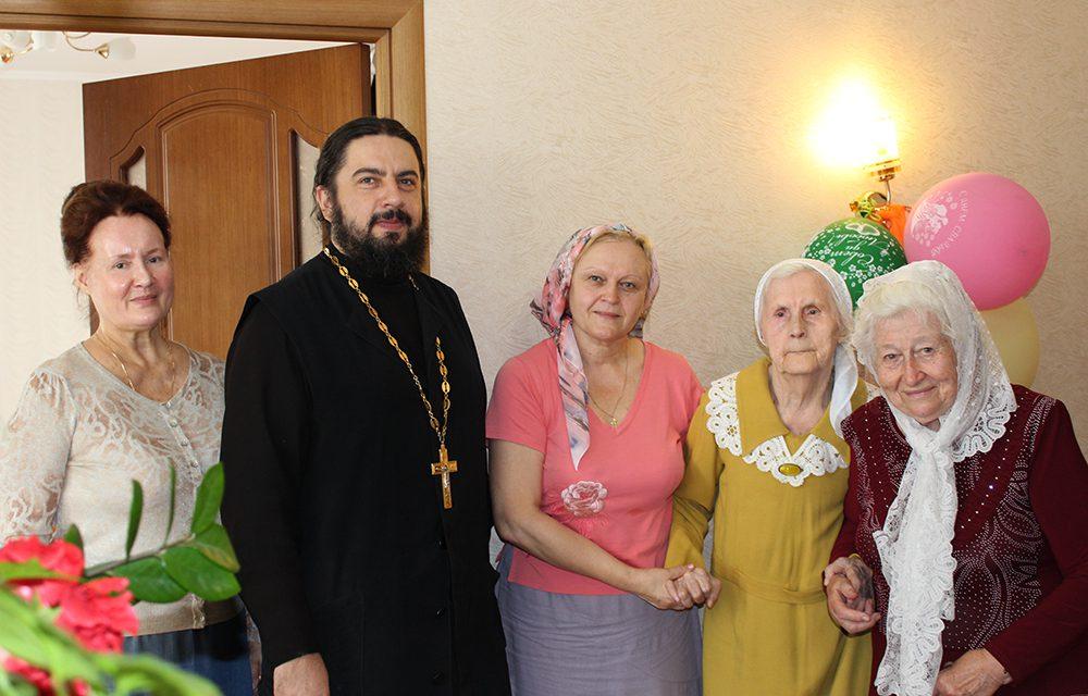 Дважды сорок пять: прихожанку Георгиевского храма Таганрога поздравили с 90-летним юбилеем